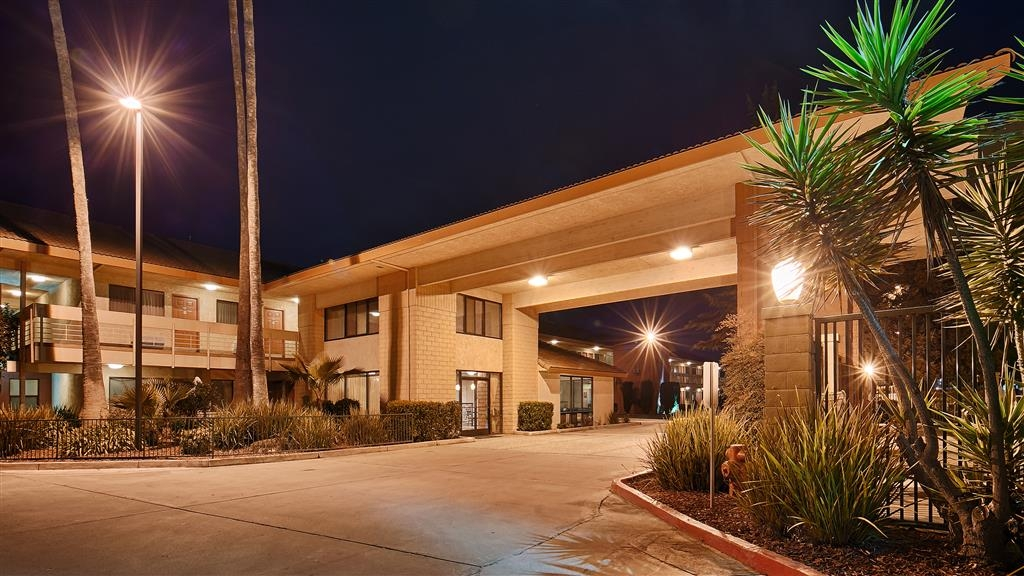 Best Western Orchard Inn - Experience the meaning of true comfort at the BEST WESTERN Orchard Inn.