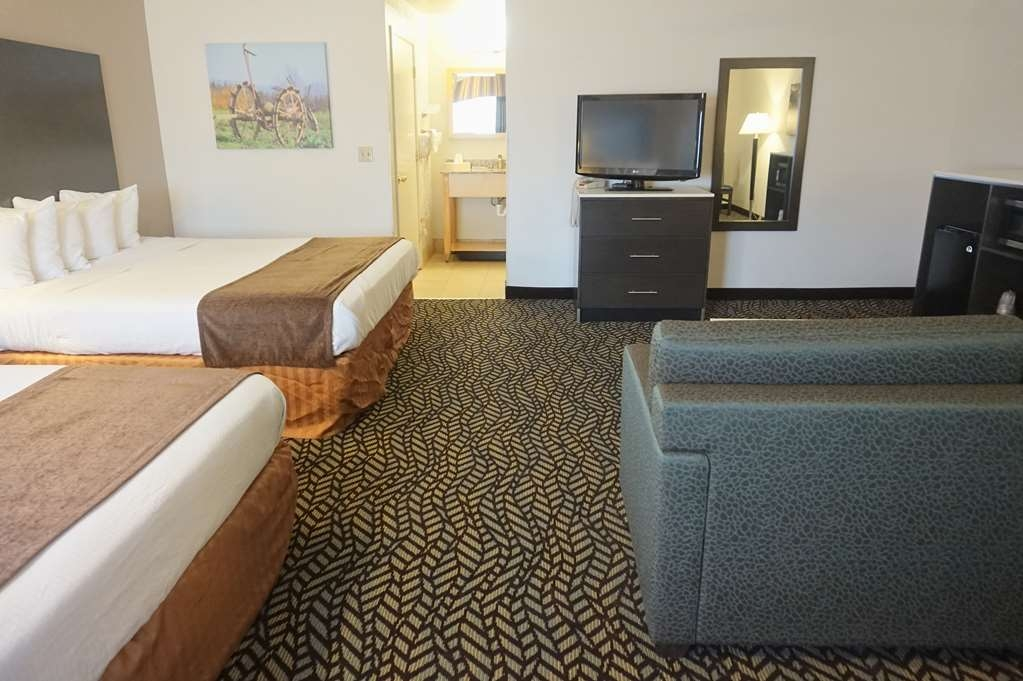 Best Western Orchard Inn - Two King Bedded Suite and Sitting Area with Sofa Pull Out.