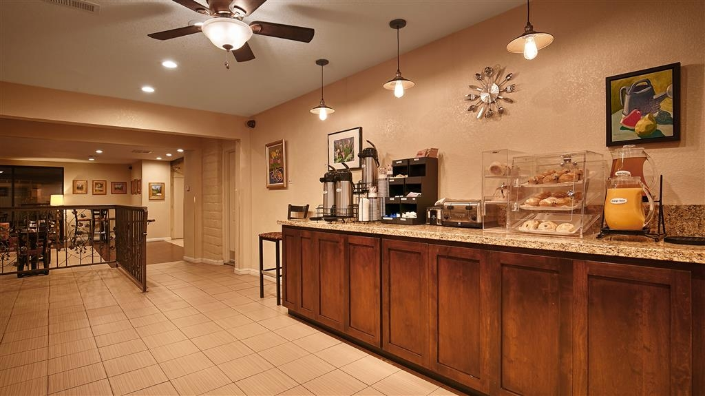 Best Western Orchard Inn - Enjoy a balanced and delicious breakfast with choices for everyone.