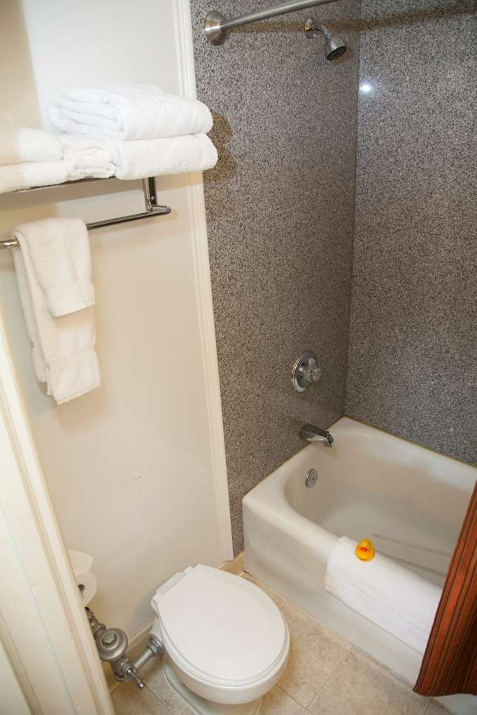 SureStay Collection by Best Western Genetti Hotel - We strive to make your bathroom spotless in this 3 Room Suite 2 with beds.