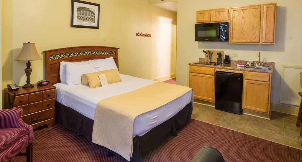 SureStay Collection by Best Western Genetti Hotel - Our Suite Queen's are outfitted with kitchenettes.