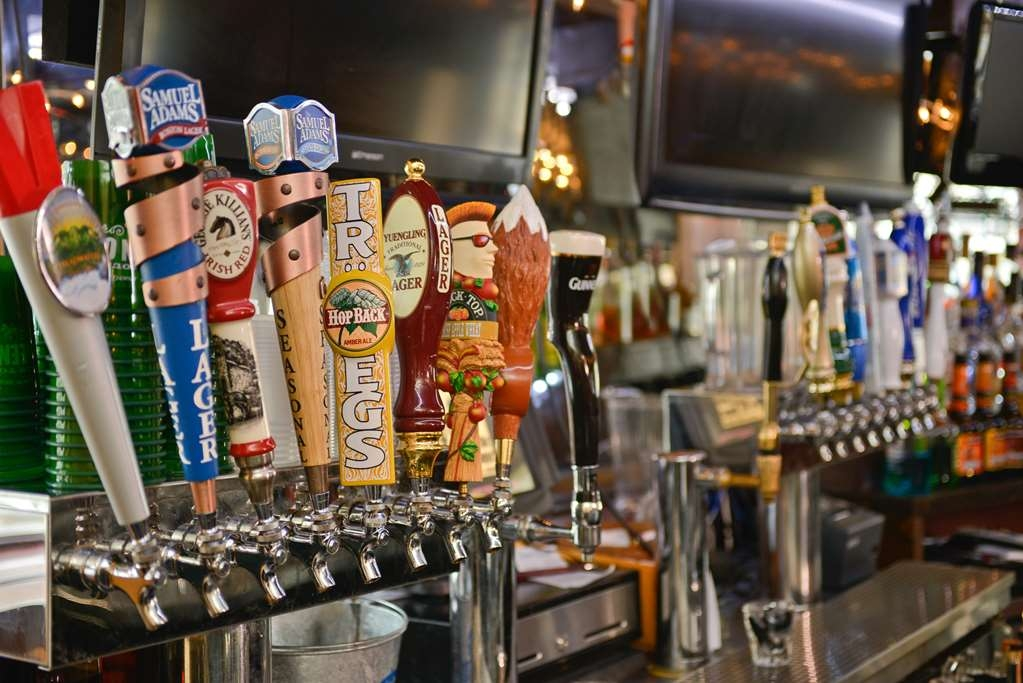 SureStay Collection by Best Western Genetti Hotel - Grab a cold drink with beers on tap at the 4th St Grille.