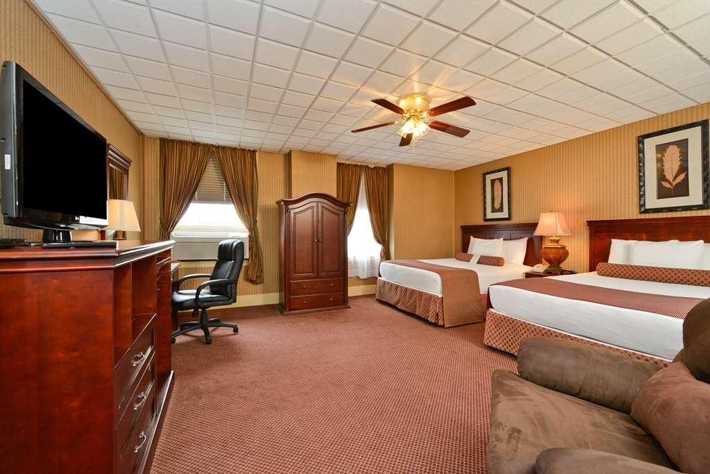 SureStay Collection by Best Western Genetti Hotel - Make your next reservation in our Suite 2 Queen bedroom.