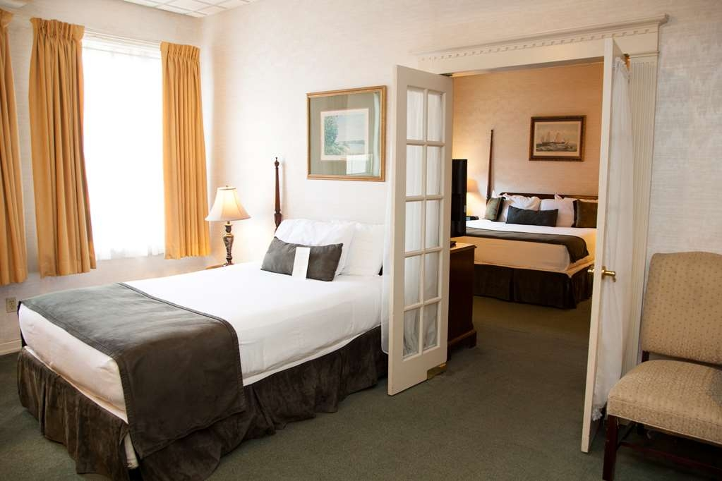 SureStay Collection by Best Western Genetti Hotel - If you need additional space? Make a reservation in this 2 Room Suite with 2 beds featuring a microwave and refrigerator.