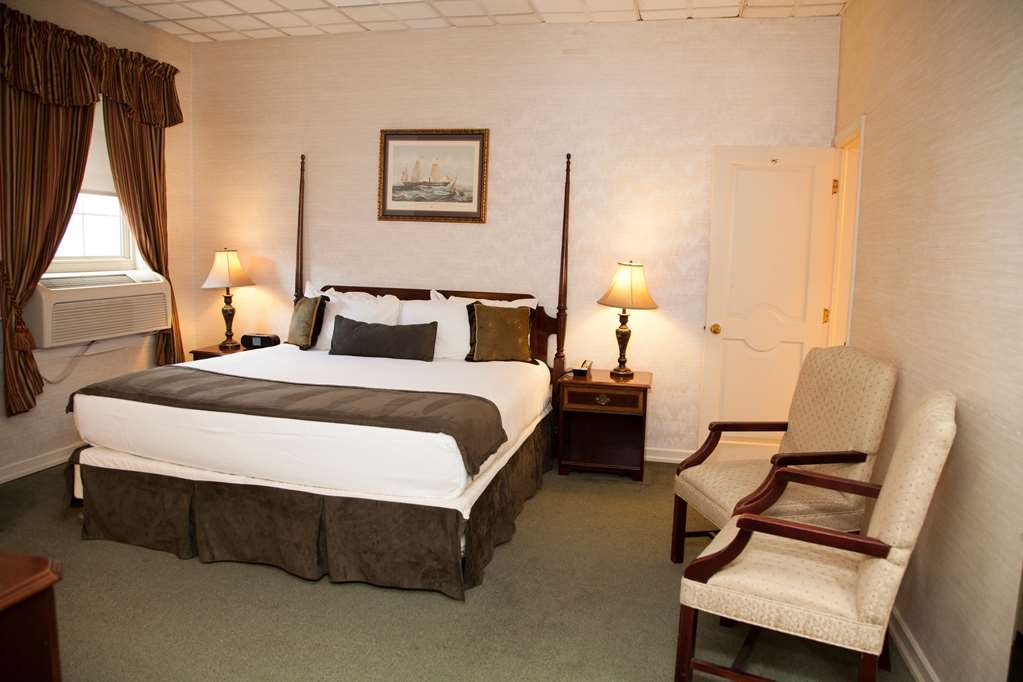 SureStay Collection by Best Western Genetti Hotel - Our 2 Room Suites with 2 Beds offer plenty of space to have our own secluded room.