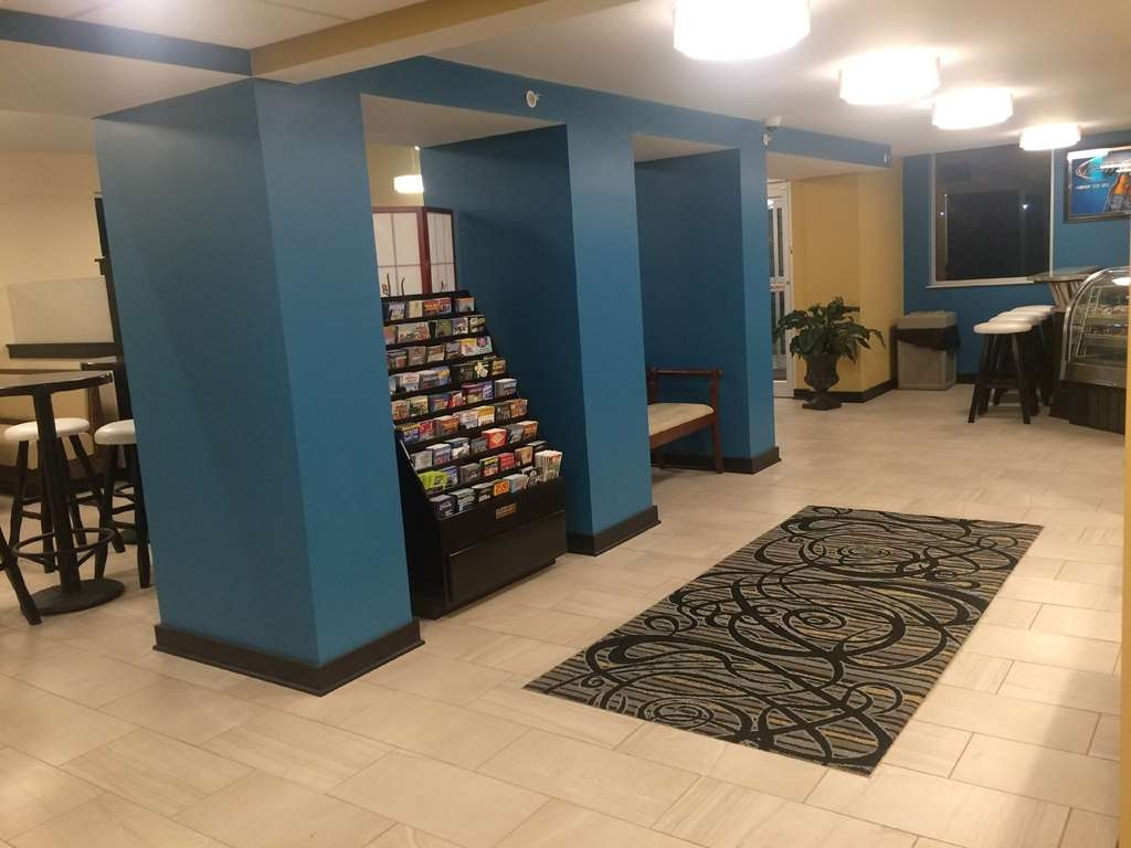 SureStay Plus Hotel by Best Western Jasper - Our lobby offers enough space, to read a book, work on your laptop or visit with friends.