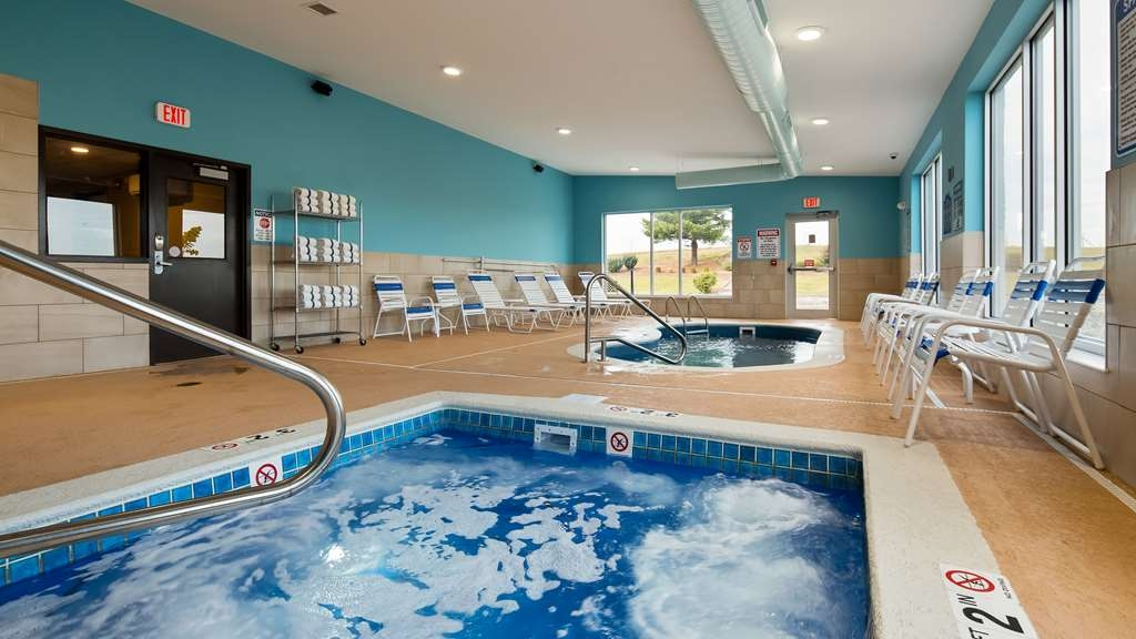 SureStay Plus Hotel by Best Western Jasper - You'll immediately feel relaxed after you step into our hot tub located in the indoor pool area.