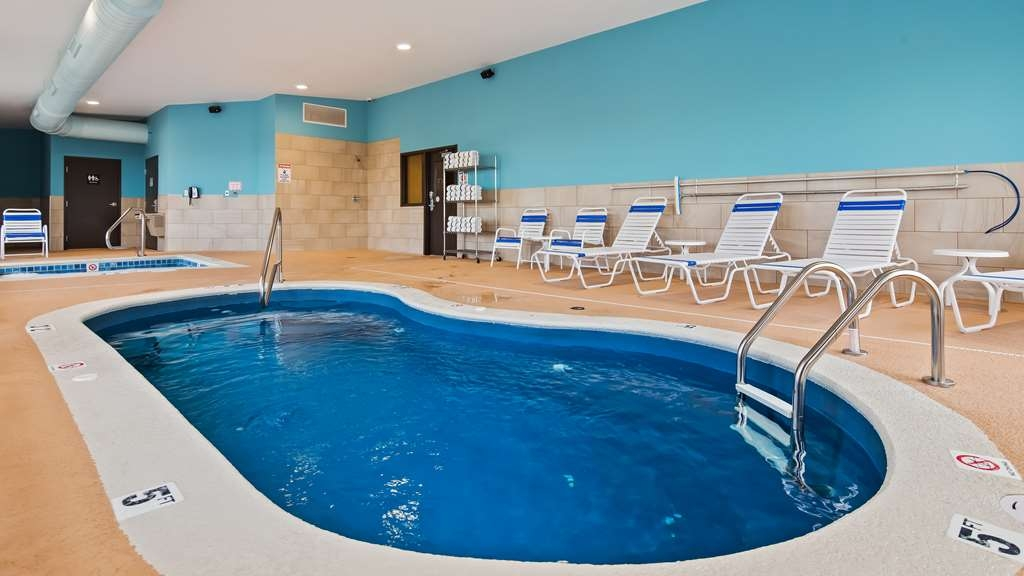SureStay Plus Hotel by Best Western Jasper - The indoor pool is perfect for swimming laps or taking a quick dip.