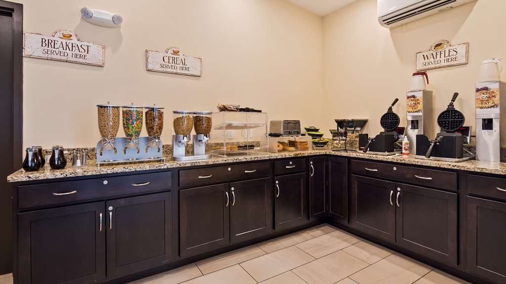 SureStay Plus Hotel by Best Western Jasper - Enjoy a balanced and delicious breakfast with choices for everyone.