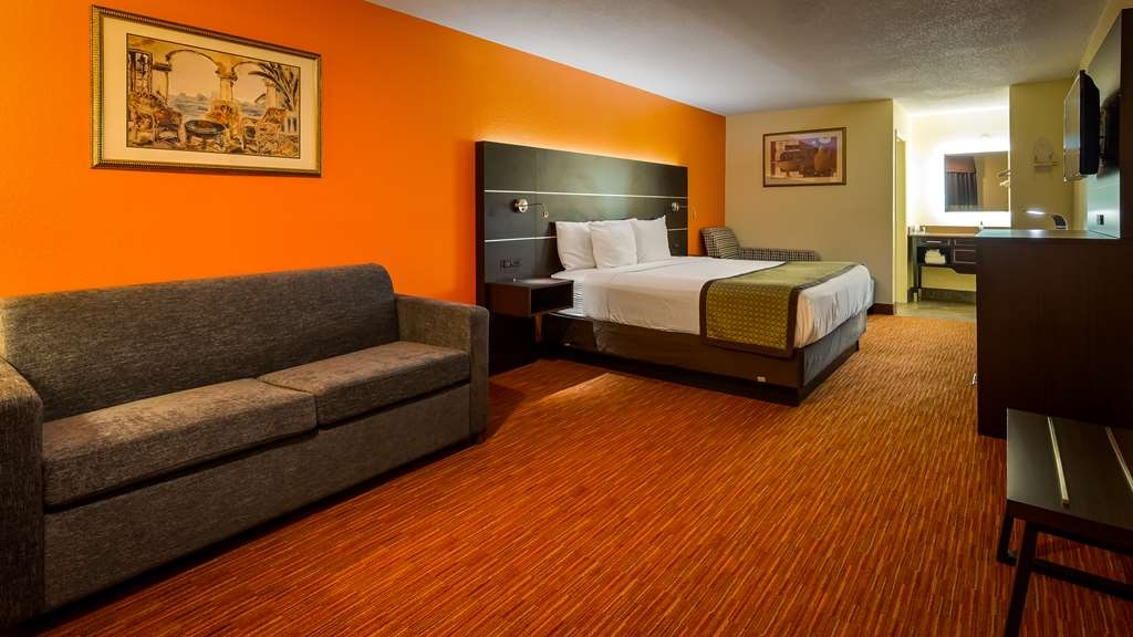 SureStay Hotel by Best Western Manning - Settle in for the evening and relax in our suite king room.