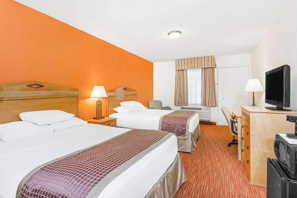 SureStay Hotel by Best Western Manning - Indulge yourself in our warm, welcoming and inviting 2 queen room.
