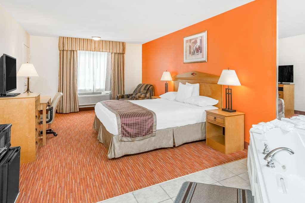 SureStay Hotel by Best Western Manning - Spend some quality time together by making a reservation in this king room with a whirlpool.