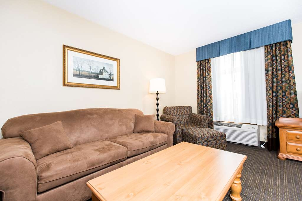 SureStay Plus Hotel by Best Western Elizabethtown Hershey - Sit down and take a rest on the comfortable sofa in one of our King Executive guestrooms!