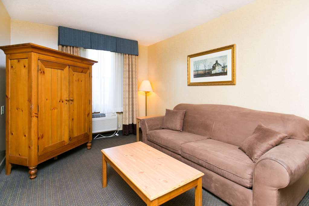 SureStay Plus Hotel by Best Western Elizabethtown Hershey - Our two room residential suite includes a queen sized sofa bed in the second room for additional guests.