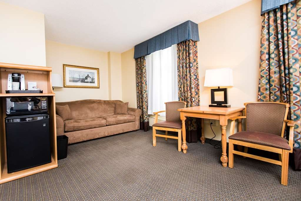 SureStay Plus Hotel by Best Western Elizabethtown Hershey - Enjoy your stay in one of our well appointed triple queen rooms. This larger room includes two queen sized beds and a queen sized pull out sofa bed.