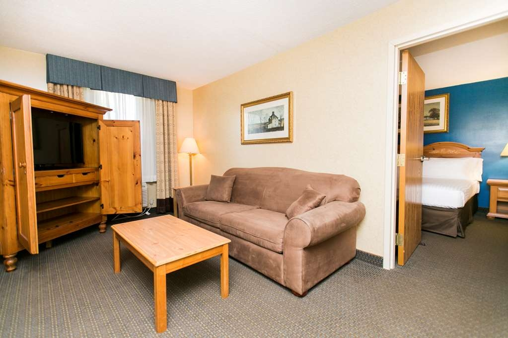 SureStay Plus Hotel by Best Western Elizabethtown Hershey - Relax and enjoy this spacious two room suite! Take a rest on the queen sized sofa bed.