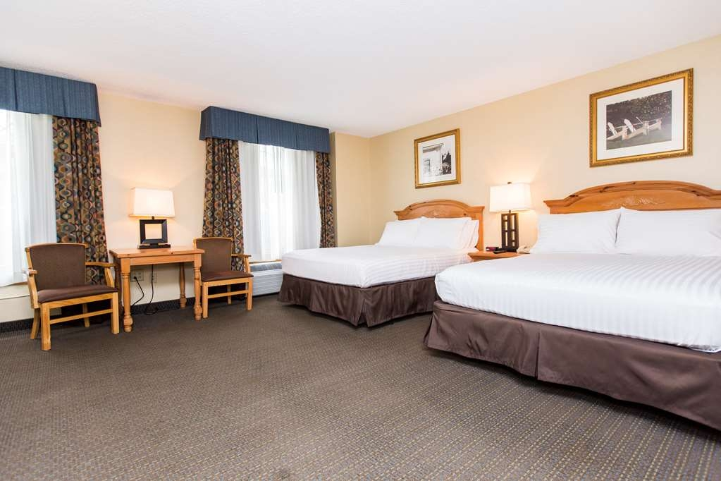 SureStay Plus Hotel by Best Western Elizabethtown Hershey - Enjoy the extra space in one of our famous triple queen guestrooms! It has two queen beds and a queen pull out sofa.