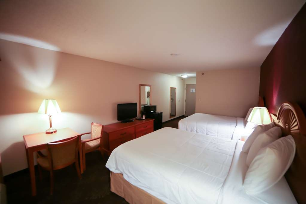 SureStay Plus Hotel by Best Western Evansville - Traveling with a group of friends then stay at our hotel in our 2 queen room.