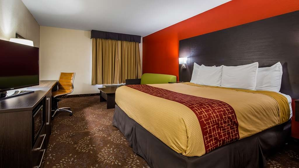 SureStay Plus Hotel by Best Western Evansville - Whether you need a king or king with a whirlpool make sure you enjoy the microwave, refrigerator and sofabed in each of these rooms.