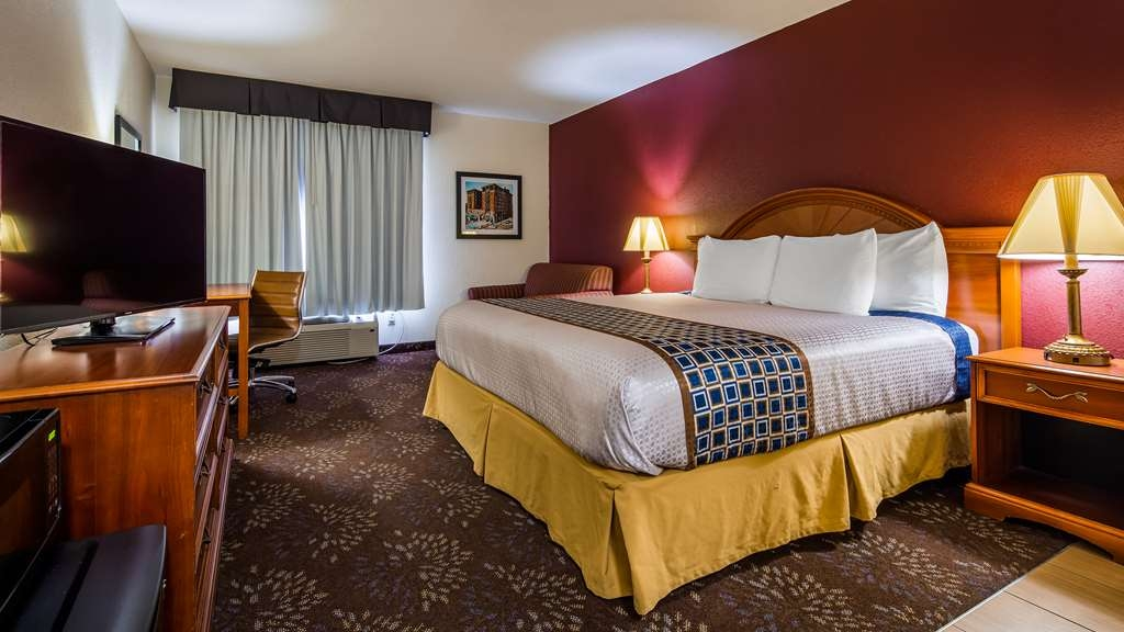 SureStay Plus Hotel by Best Western Evansville - Make a reservation in this king room featuring a microwave, refrigerator and an ottoman.