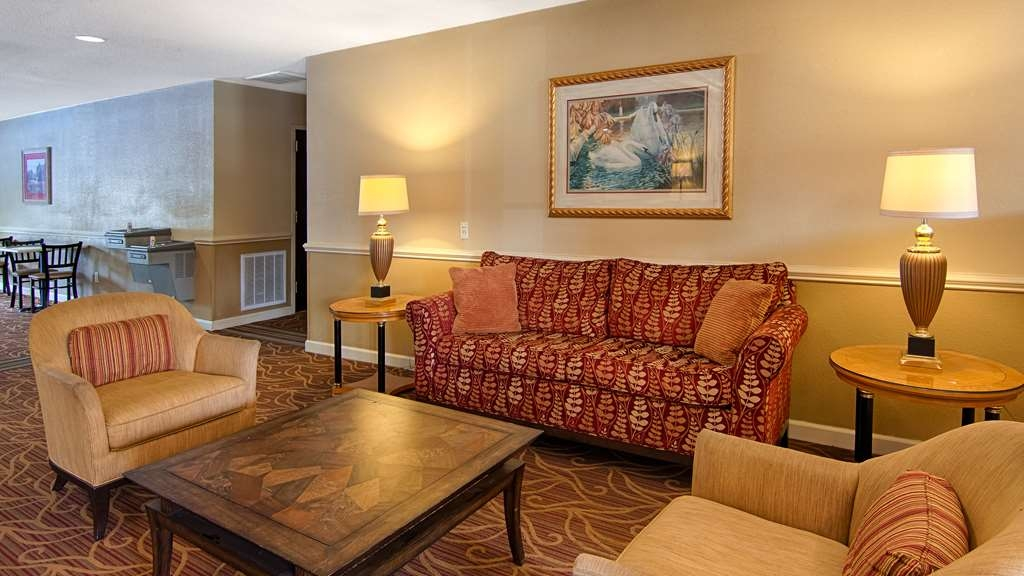 SureStay Plus Hotel by Best Western Tarboro - Hall
