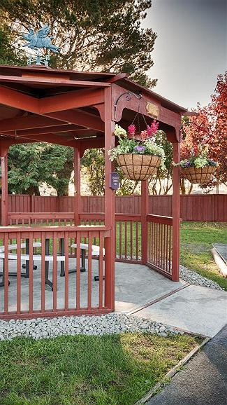 Best Western Arcata Inn - Enjoy a moment of solitude under our covered patio.