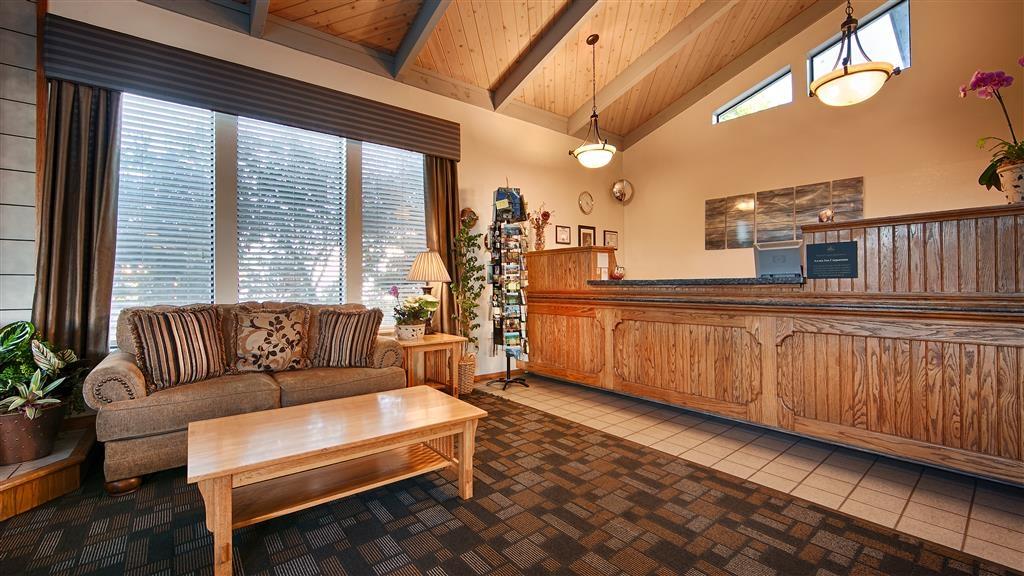 Best Western Arcata Inn - Book a quaint, cozy room at Best Western Arcata Inn and get back in touch with nature!