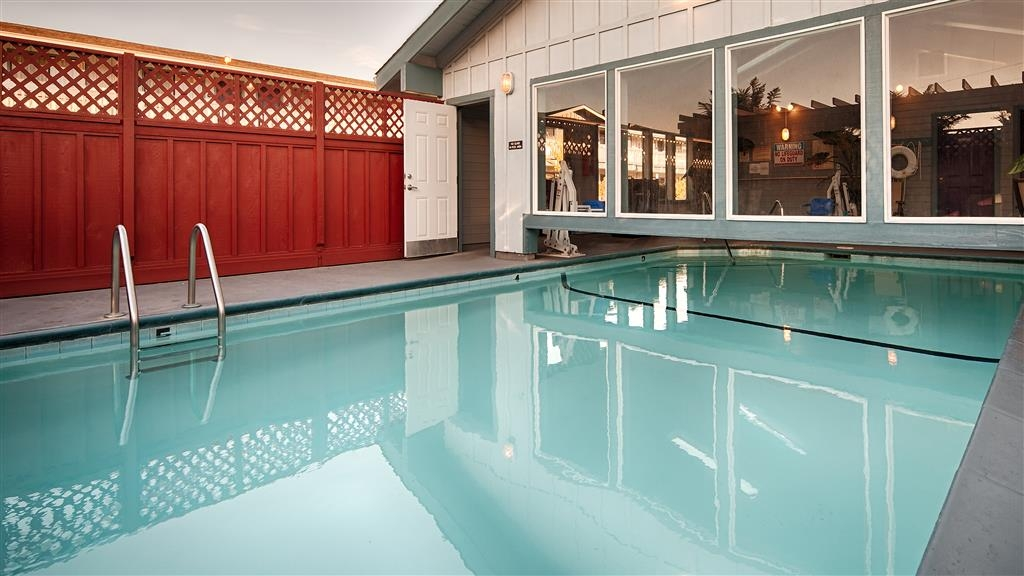 Best Western Arcata Inn - Enjoy our year round unique heated indoor/outdoor swimming pool.