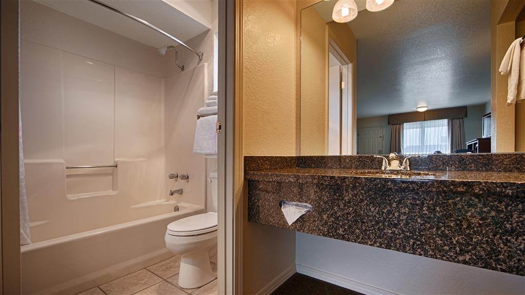 Best Western Arcata Inn - Enjoy getting ready for the day in our fully equipped guest bathroom.