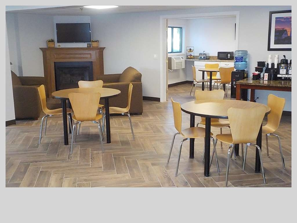 SureStay Hotel by Best Western Presque Isle - Our breakfast room offers intimate dining for couples and smaller groups.