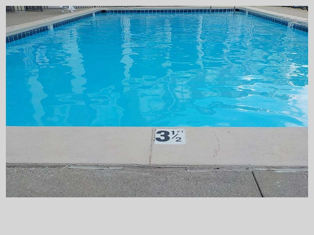 SureStay Plus Hotel by Best Western Indianapolis Northeast - Vue de la piscine