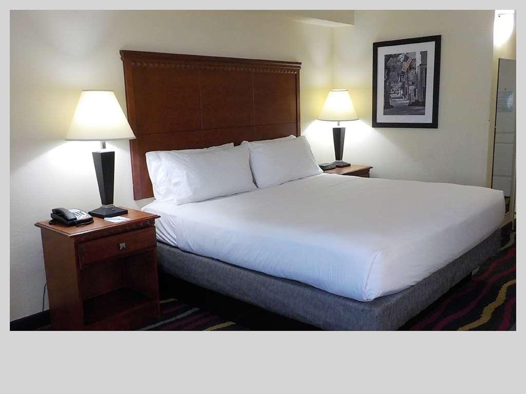 SureStay Plus Hotel by Best Western Jacksonville - Gästezimmer/ Unterkünfte