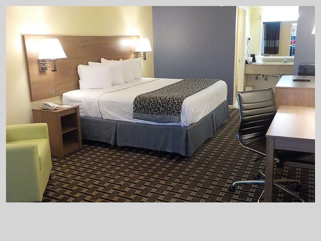 SureStay Hotel by Best Western Clermont Theme Park West - Indulge yourself in our warm, welcoming and inviting king room.