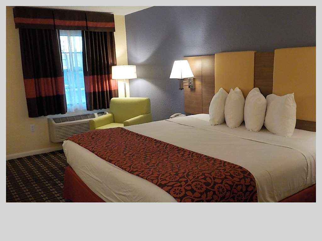 SureStay Hotel by Best Western Clermont Theme Park West - Make a reservation in this king mobility accessible room featuring a microwave, refrigerator and a roll-in-shower.