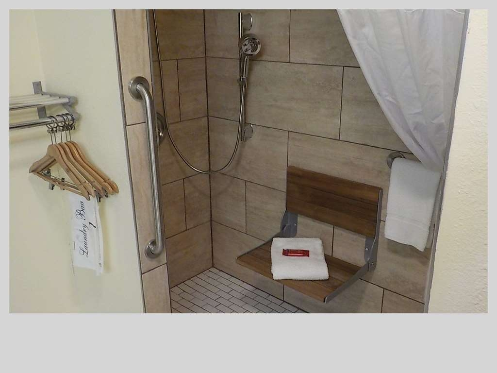 SureStay Hotel by Best Western Clermont Theme Park West - For your convenience our mobility accessible rooms feature roll-in-shower.