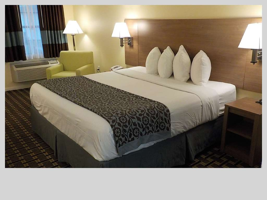 SureStay Hotel by Best Western Clermont Theme Park West - Make a reservation in this king room featuring a microwave, refrigerator, lounge chair, flat screen TV and free Wifi.