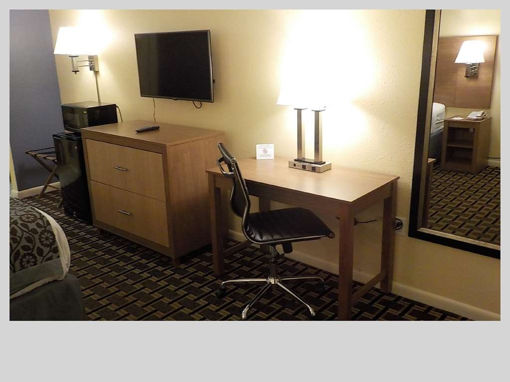 SureStay Hotel by Best Western Clermont Theme Park West - Be productive in the comfort of your own room with a large work desk and free WiFi access.