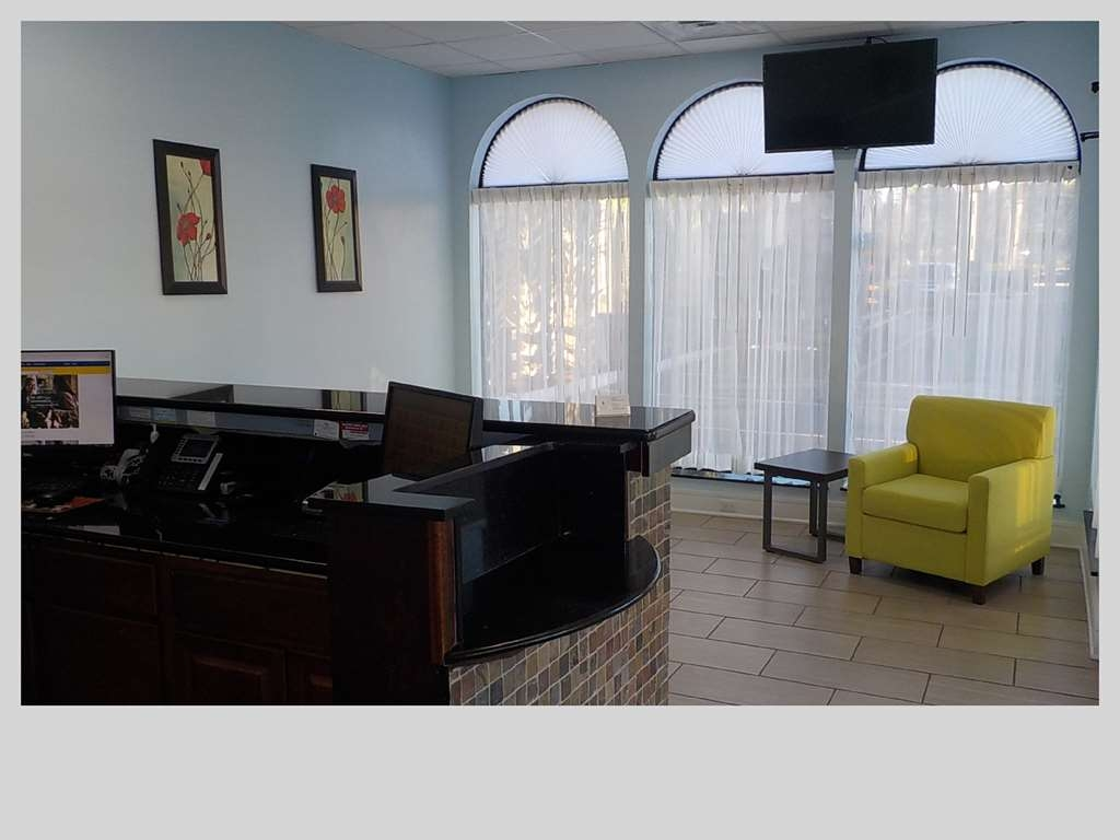 SureStay Hotel by Best Western Clermont Theme Park West - Our lobby is the perfect spot to relax after a long day of work and travel.