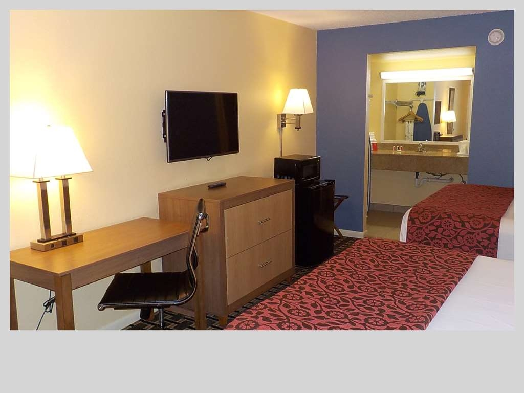 SureStay Hotel by Best Western Clermont Theme Park West - Pull back the covers, hop in and catch your favorite TV show in our two queen bedroom.