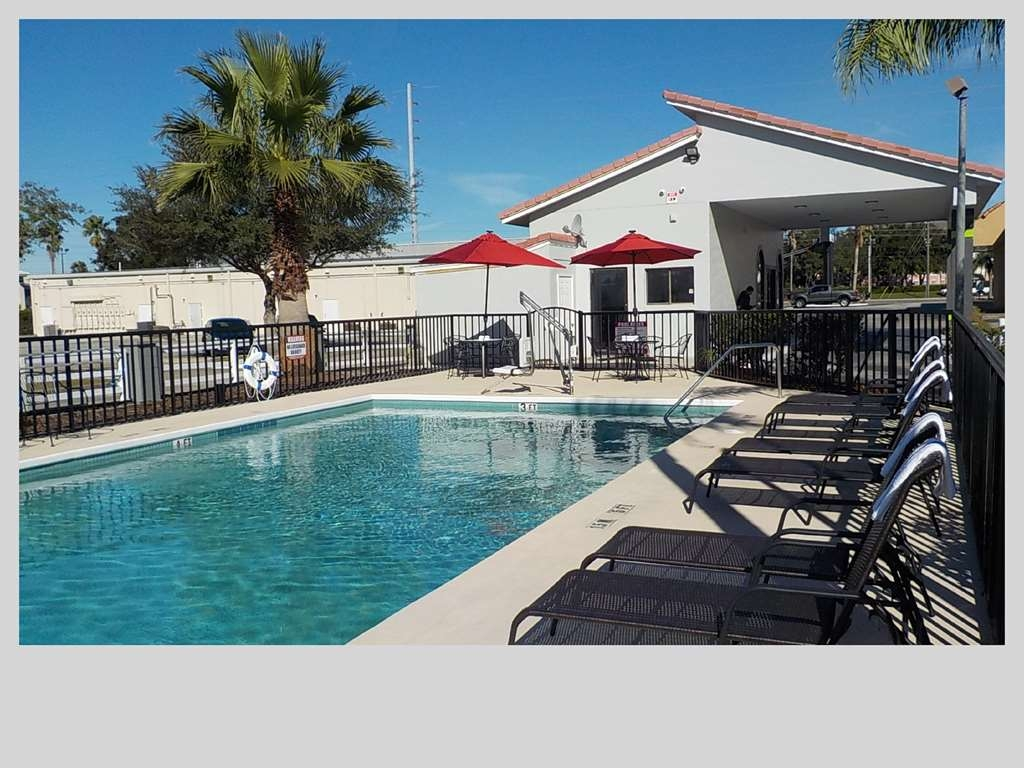 SureStay Hotel by Best Western Clermont Theme Park West - Jump into our outdoor pool for a swim anytime of the day.