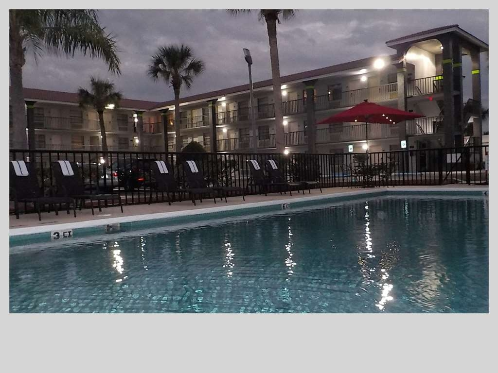SureStay Hotel by Best Western Clermont Theme Park West - Whether you want to relax poolside or take a dip, our outdoor pool is the perfect place to unwind at night.