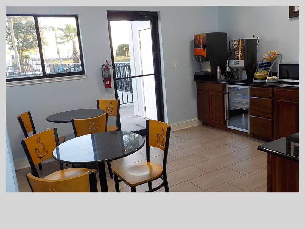 SureStay Hotel by Best Western Clermont Theme Park West - Join us every morning for a variety of your favorite morning treats.
