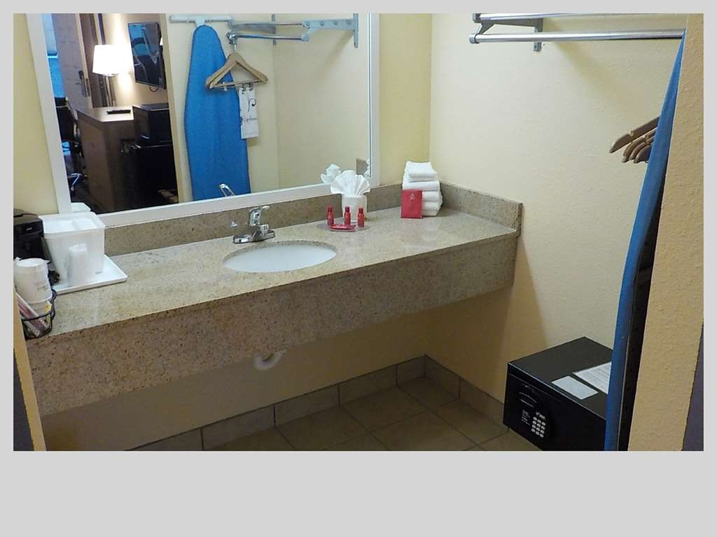 SureStay Hotel by Best Western Clermont Theme Park West - All guest bathrooms have a large vanity with plenty of room to unpack the necessities.