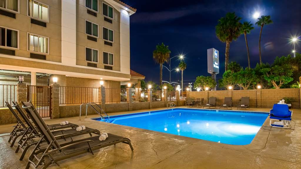 Best Western of Long Beach - Vue de la piscine