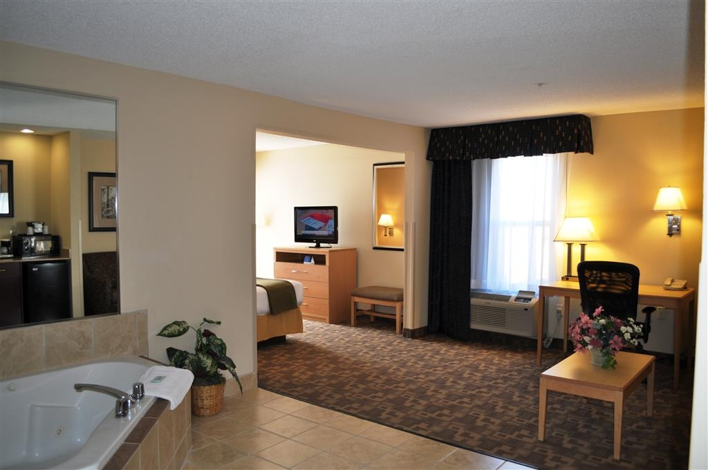 SureStay Plus Hotel by Best Western Roanoke Rapids - Upgrade yourself to our king whirlpool suite for added comfort during your stay.