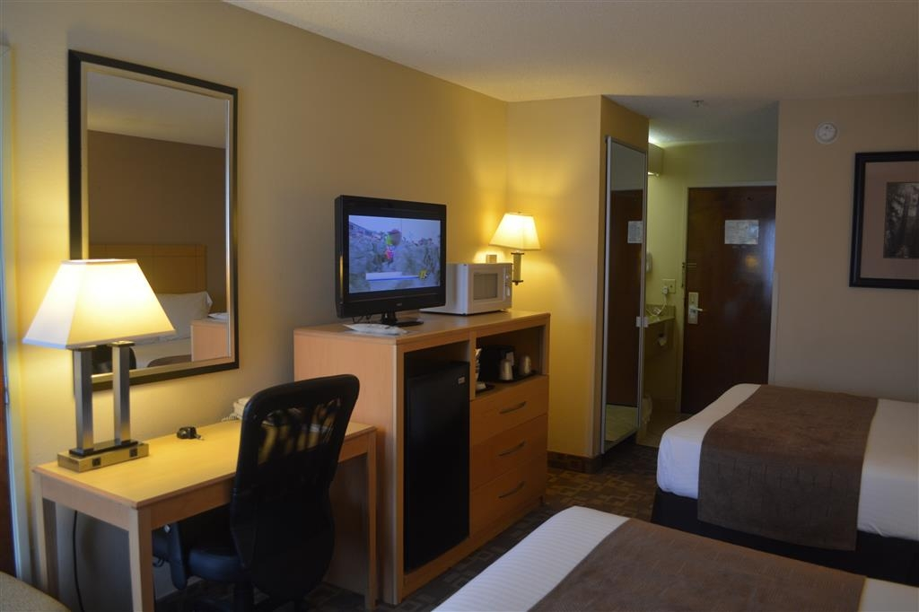 SureStay Plus Hotel by Best Western Roanoke Rapids - All of our rooms come equipped with a microwave and a refrigerator for your snacking needs.
