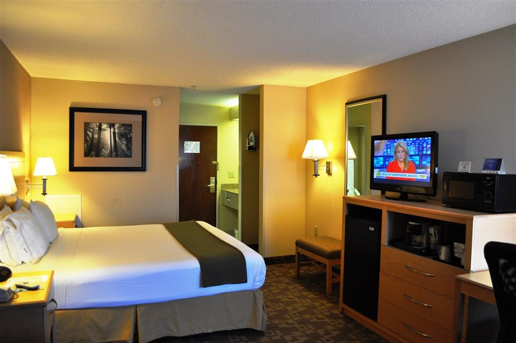 SureStay Plus Hotel by Best Western Roanoke Rapids - Make a reservation in our king room featuring a microwave, refrigerator, free Wifi and flat screen TV.