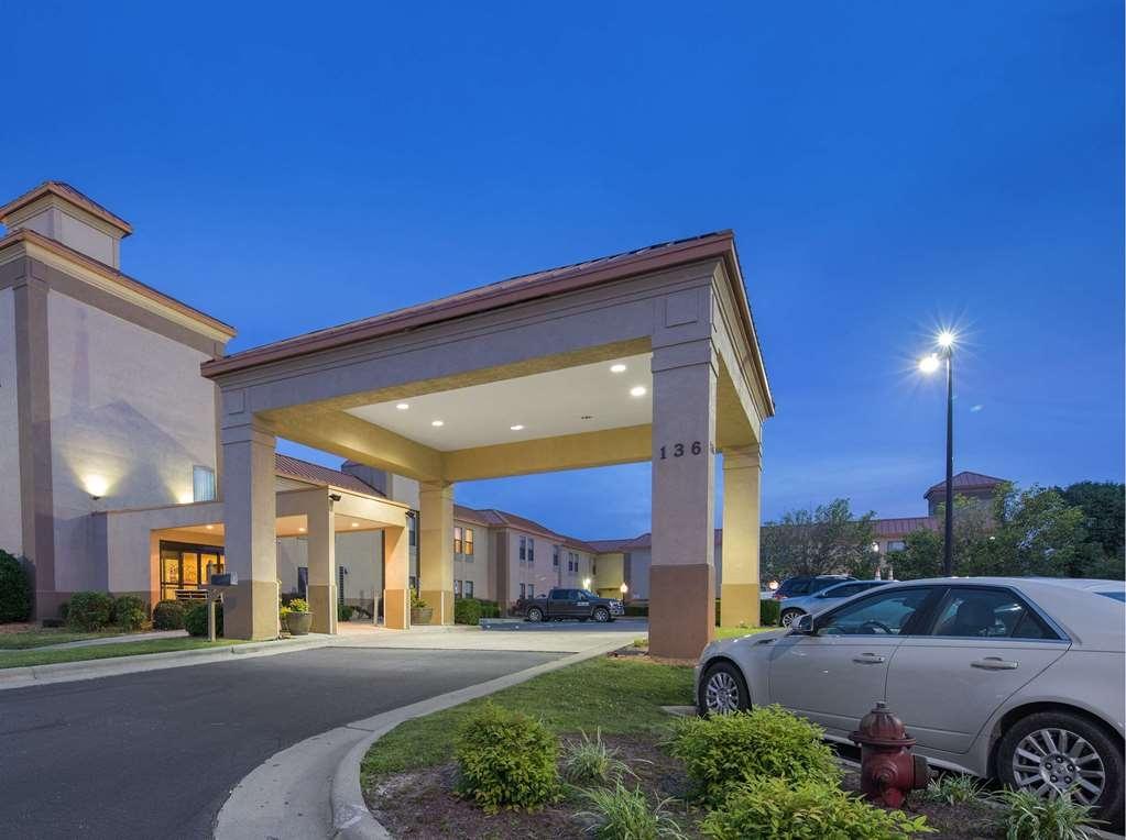 SureStay Plus Hotel by Best Western Roanoke Rapids - Facciata dell'albergo