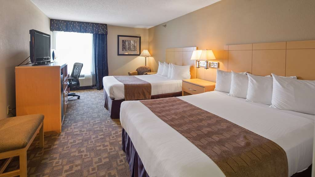 SureStay Plus Hotel by Best Western Roanoke Rapids - Bring your family along and make a reservation in this 2 queen bedroom.
