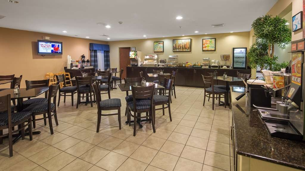 SureStay Plus Hotel by Best Western Roanoke Rapids - Our breakfast room offers intimate dining for couples and smaller groups